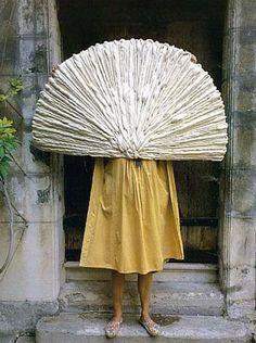 "Sheila Hicks, ""Eventail"" fan 1989"