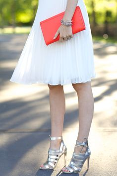 We love @cgarkinos' pleated swing skirt! It's breezy and airy for fall and gives your look a flirty touch. How would you style a flowy skirt?
