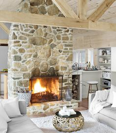 Love this. The light finish makes it feel so light an open. Love the white cabin, much more modern with amazing country feel:)