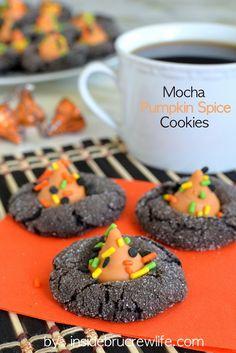 Mocha Pumpkin Spice Cookies - dark chocolate and pumpkin spice kisses make these cookies completely irresistible