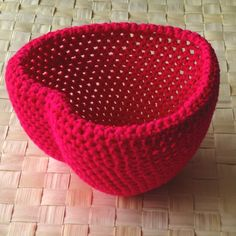 Beautifully simple #crochet heart bowl.