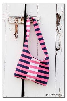 panel sling bag reversible - with free pattern!