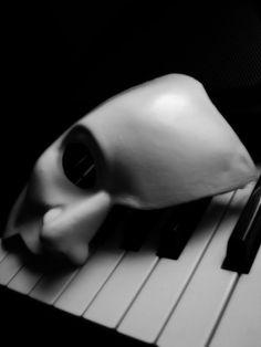 music, phantom mask, art, masks, piano keys, opera, black, pianos, broadway