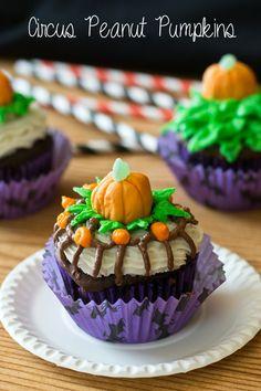 Circus Peanut Pumpkins on MyRecipeMagic.com #cupcakes #pumpkins #circus #peanuts