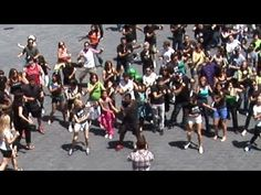 ▶ 'Carlton Dance' Flash Mob!!! -- Alfonso Ribeiro LEADS - YouTube  I want to do this
