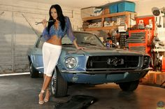 Ford Mustang: Girls and Ford Mustang
