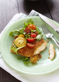 Turkey Scaloppini with Fresh Tomato Salad - Quick-cooking Ontario turkey breasts are coated with panko crumbs, Parmesan and just a hint of cayenne. Accompanied with a fresh tomato salad this delicious meal is a healthy and satisfying alternative to take-out.