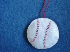 A Creative Cookie: DIY Felt Baseball Ornament