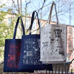 We love neighborhood maps! It's so cool to see all the city blocks and fun to add in specific icons. Check out this LES #CustomMaptote…
