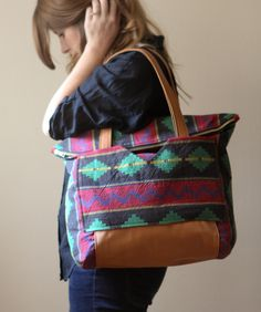 """One of the things on my """"to sew"""" list for fall was a large bag / tote. I have had this fabric for..."""