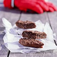 Try these Chewy Chocolate Brownies! These brownies are a high-energy treat you can pack in your lunch bag or tuck into your fanny pack when you are out walking. Wrap cooled brownies individually for fast picnic assembly or lunchbox fill-ups. #healthy #dessert