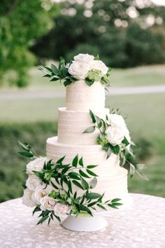 white wedding cake a