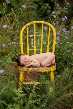 Outdoor newborn photography: Uppercase Photography