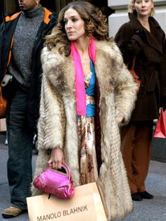 Always loved that vintage fur coat and hot pink accessories combo. Carrie Bradshaw