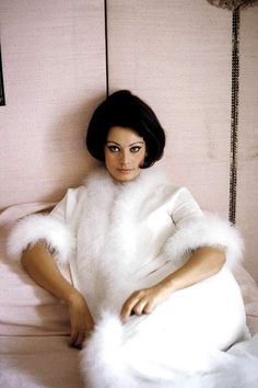 Sophia Loren, photo by Burt Glinn, 1963.