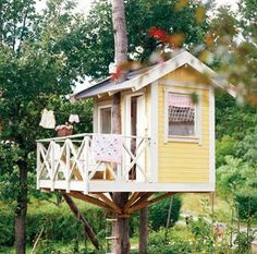 Tree house #summer #kids #fun #outdoors  Love the clothesline!