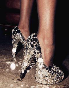 Silver Heels #shoes #heatonmyfee #heels #sexy www.beautymirrorapp.net
