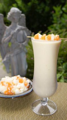 Mandarin Salad a la Piggly Wiggly   3oz Almond Milk  3oz Orange Juice  2 scoops Vi-Shape shake mix  1 Mandarin Orange  ... 2 Tbsp of SF Cool Whip (frozen)  1 Tbsp Torani SF Coconut flavoring (or 1/2 Tsp Coconut Extract)  6 ice cubes and blend well.
