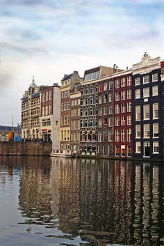 (via Damrak canal, a photo from Noord-Holland, South | TrekEarth)  Amsterdam, Netherlands