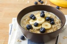 Banana Peanut Butter Oatmeal: Shake up your breakfast with this hot recipe for cold mornings! | via @SparkPeople #food #oat