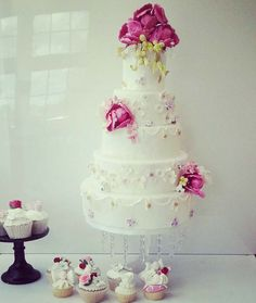 Pretty Dainty Flowers White Wedding Cake