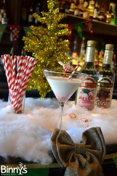 Confessions of a {Festive} Mixologist: Peppermint Grasshopper #DIY #Cocktails #Holiday
