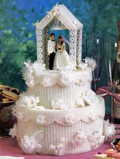 Wedding Cake ~ Plastic Canvas