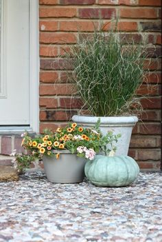 fall porch vignette with a fresh fall color concept