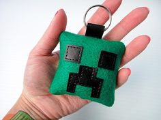 Minecraft Creeper key ring, recreate using felt. 