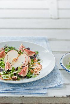 Salade met appel, vijgen en hazelnoten