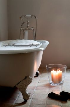 Love the tub just want to curl up in it.  Also what a great idea with candles to put a bunch in a glass bowl!