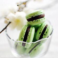 Grasshopper Mint Macarons