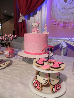 Hello Kitty by Mily'sCupcakes, via Flickr