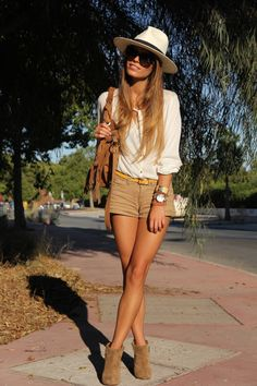 Top: Lefties   Shorts: Pull and Bear   Cinturón: Oasap   Botines / Booties: Zara   Bolso/Bag - Zara (old)