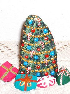 """DECORATED  HOLIDAY  TREE  &  """"GIFTS !""""   PAINTED ROCK - SET OF (5)  VIVIAN ALLEN"""