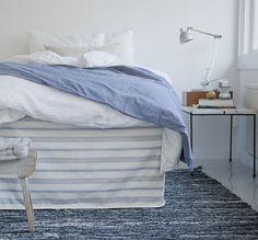 Blue and white stripes in the bedroom - Poppytalk