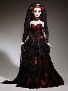 Goth Shopaholic: Evangeline Ghastly Parnilla de la Noche Doll