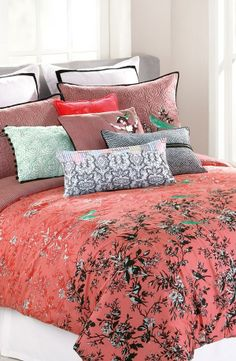 Love this coral bird print bedspread and mixed pattern pillows.