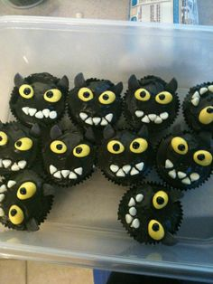 """Toothless"" cupcakes for a friend's party...the first cupcakes I've actually figured out the design for myself!"