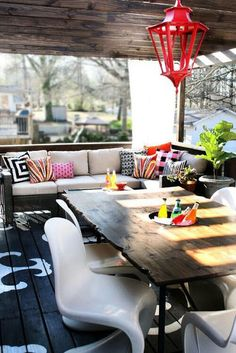 Outdoor dining - Chinese Red lantern - Punchy pillows - Painted wood floor