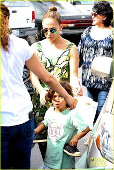 Jennifer Lopez: Receiving Walk of Fame Star Was Surreal!   jennifer lopez receiving walk of fame star was surreal 05 - Photo