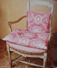 vintage chairs, seat, beauti worn, cushion, sit pretti, french countri, french country style, old chairs, antiqu