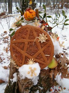 Yule Altar **This is so pretty**
