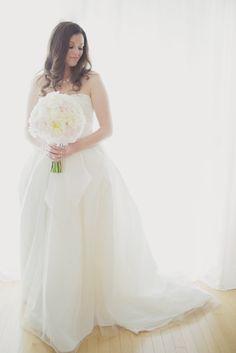 Love this bride rocking White by @Vera Kulikova Kulikova Wang | Photography: Elizabeth In Love | Design: http://www.kjandco.ca