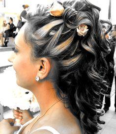 peinado novia, mechas rubias y color cobre, con flores