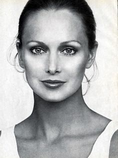 Karen Graham for Estee Lauder, 1978    http://paperpursuits.com/advault