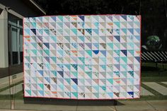 Eat. Play. Sew.: Blue triangles - a single bed quilt for Claudia