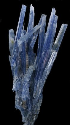 Kyanite: excellent for balance, attunement, and meditation; is a powerful transmitter, and promotes stimulation of intuition and psychic abilities | #perspicacityparty #magicgeodes #kyanite