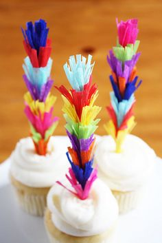 DIY fringe cupcake toppers. such a fun and easy idea.