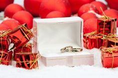 Inexpensive Decorations for Christmas Wedding | Stretcher.com - Elegant, but inexpensive decorating ideas for a Christmas wedding